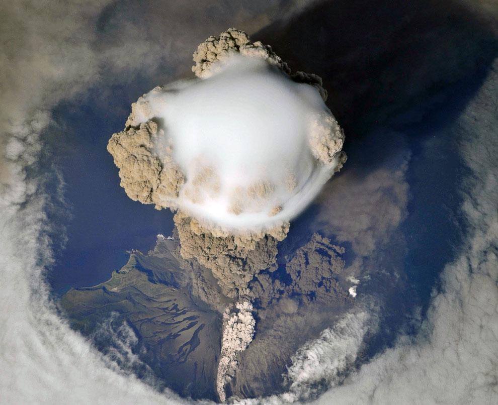 облако над вулканом