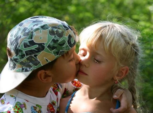 Как правильно целоваться первый раз