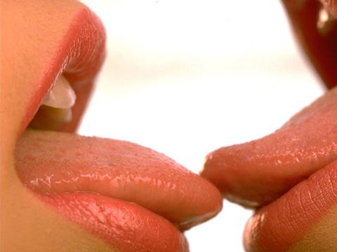 как научиться целоваться первый раз видео