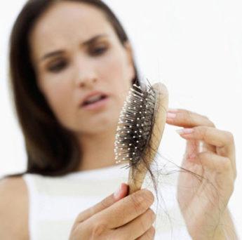 выпадение волос после родов причины